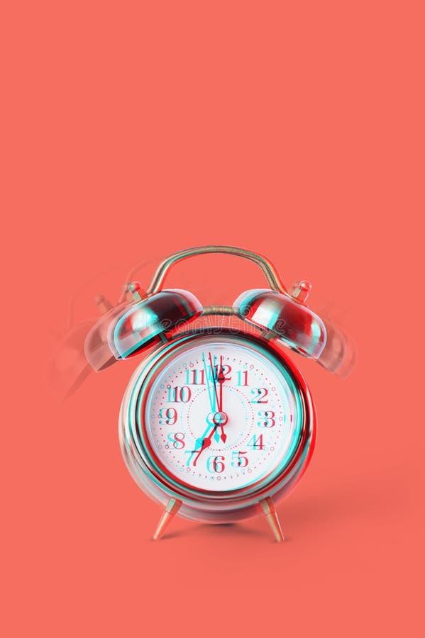 Campana gemela de sonido en la demostración clásica retra del despertador foto de archivo libre de regalías