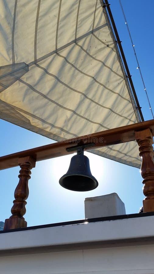 Campana vieja en la nave foto de archivo