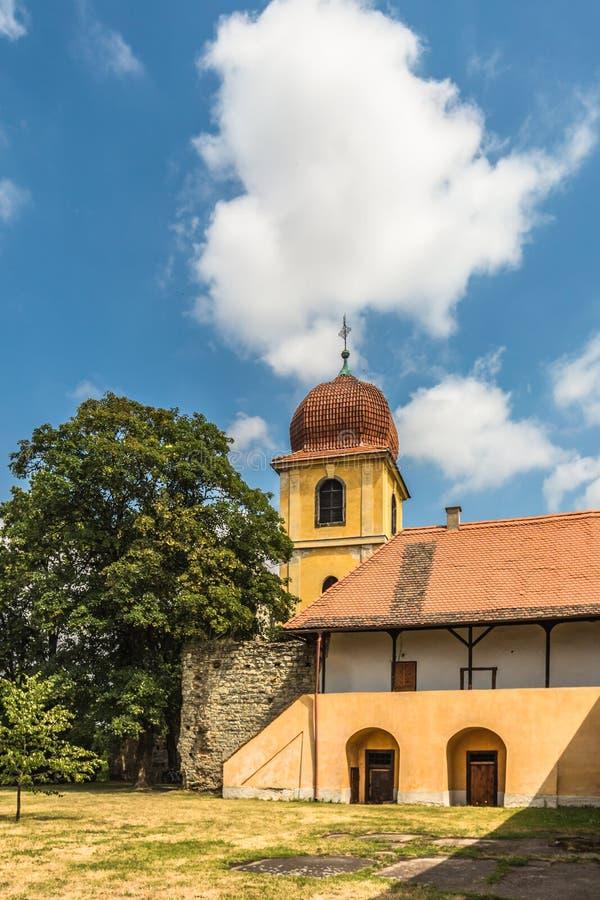 Campanario amarillo y monasterio anterior de Clares pobre foto de archivo