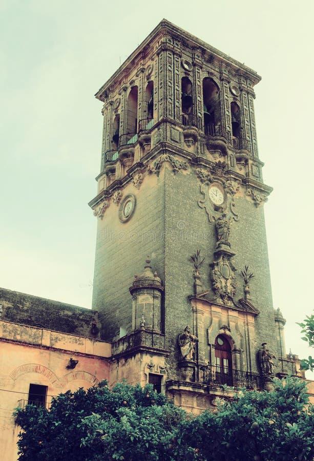 Campanario de BasÃlica de Santa Maria de la Asuncion imagen de archivo