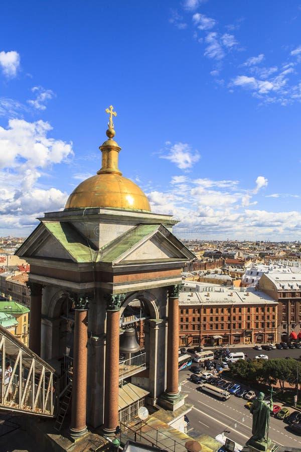 Campanario de la catedral de Isaac del santo, St Petersburg imagenes de archivo