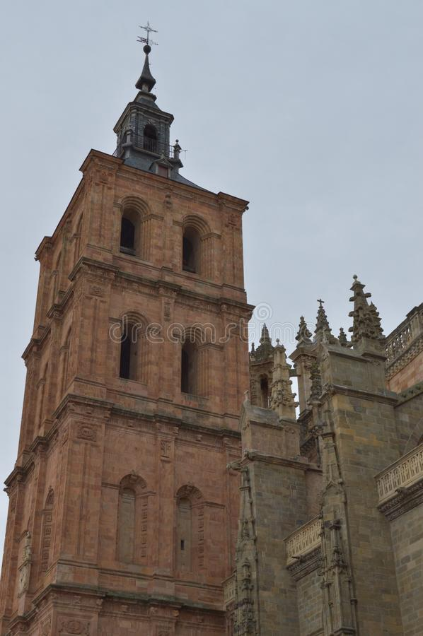 Campanario de la catedral en Astorga Arquitectura, historia, Camino De Santiago, viaje, fotografía de la calle 1 de noviembre de  fotos de archivo libres de regalías