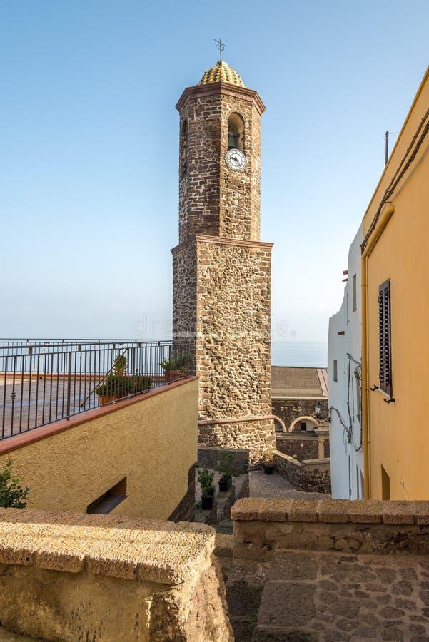 Campanario de la catedral Sant Antonio Abate en Castelsardo imagen de archivo libre de regalías
