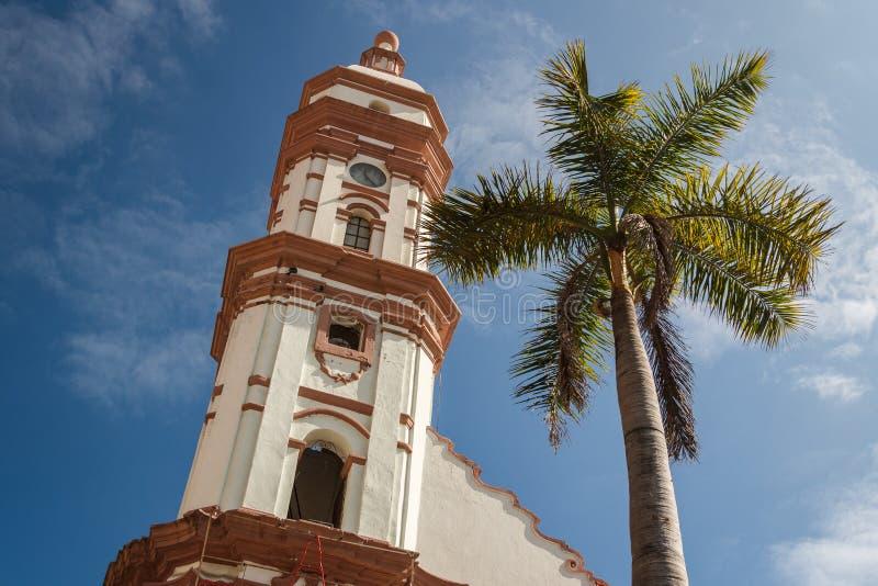 Campanario de la iglesia en el centro histórico de la ciudad de Veracruz fotografía de archivo libre de regalías