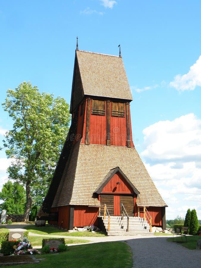 Campanario de madera único de la iglesia vieja en Gamla Uppsala, Uppsala, Suecia imágenes de archivo libres de regalías