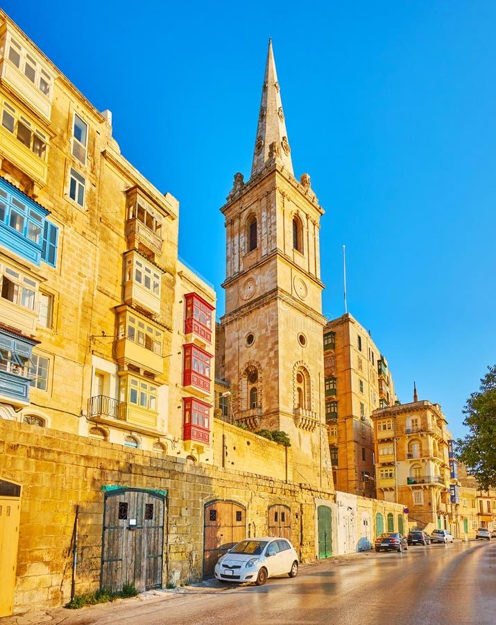 Campanario de St Paul Pro-Cathedral, La Valeta, Malta imagenes de archivo