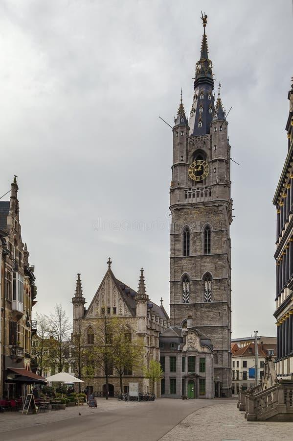 Campanario de una iglesia de Gante, Bélgica foto de archivo