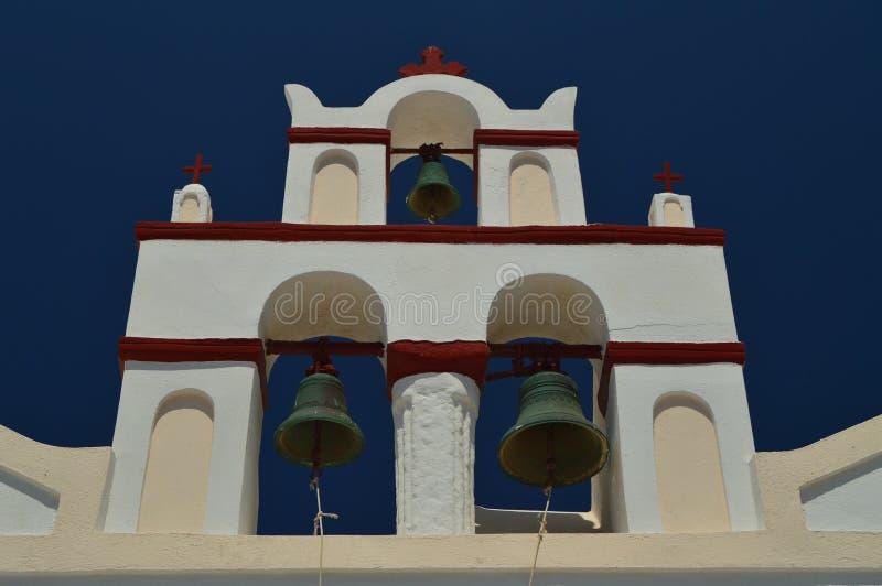 Campanario de una iglesia en Oia en la isla de Santorini Arquitectura, paisajes, viaje, travesías foto de archivo