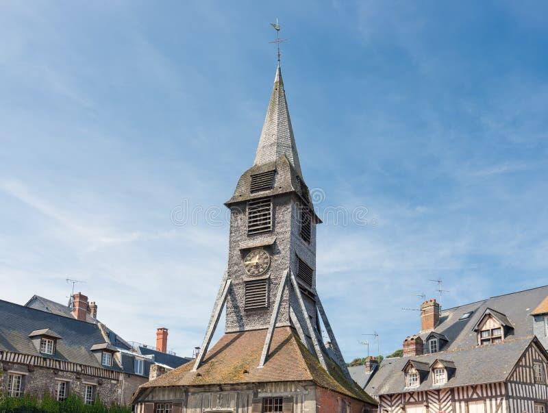 Campanario en de la iglesia del ` s de Catherine del santo en Honfleur, Francia foto de archivo