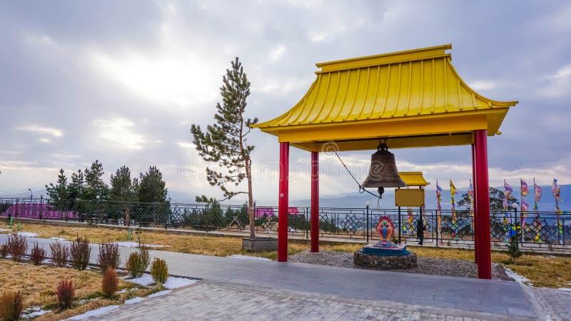 Campanario en un monasterio budista en la ciudad de Ulán Udé, Rusia imagen de archivo libre de regalías