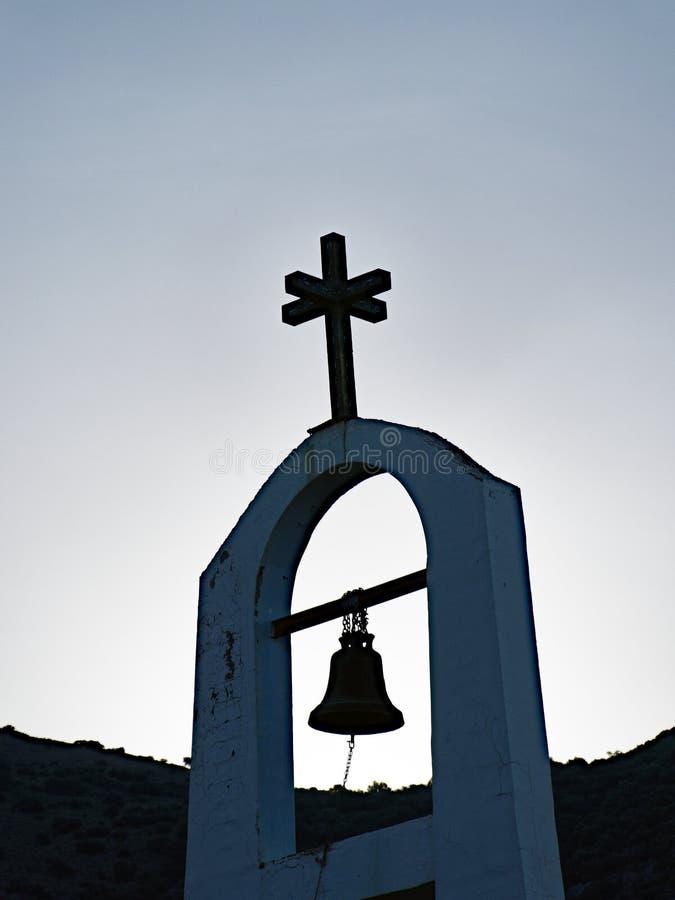 Campanario y chapitel griegos, Grecia de la iglesia ortodoxa imágenes de archivo libres de regalías