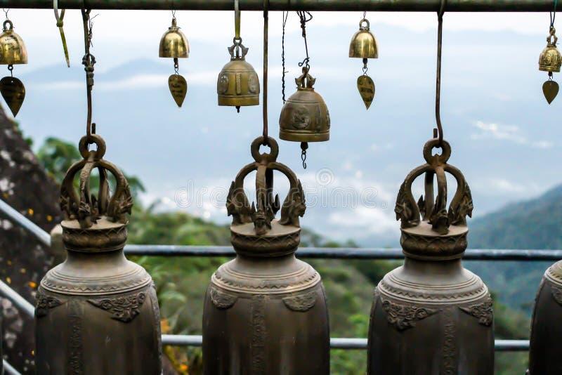 Campanas de cobre amarillo asiáticas imagen de archivo libre de regalías