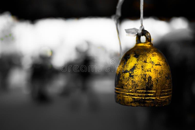 campanas de oro en templo budista Tradicional, campana imagen de archivo