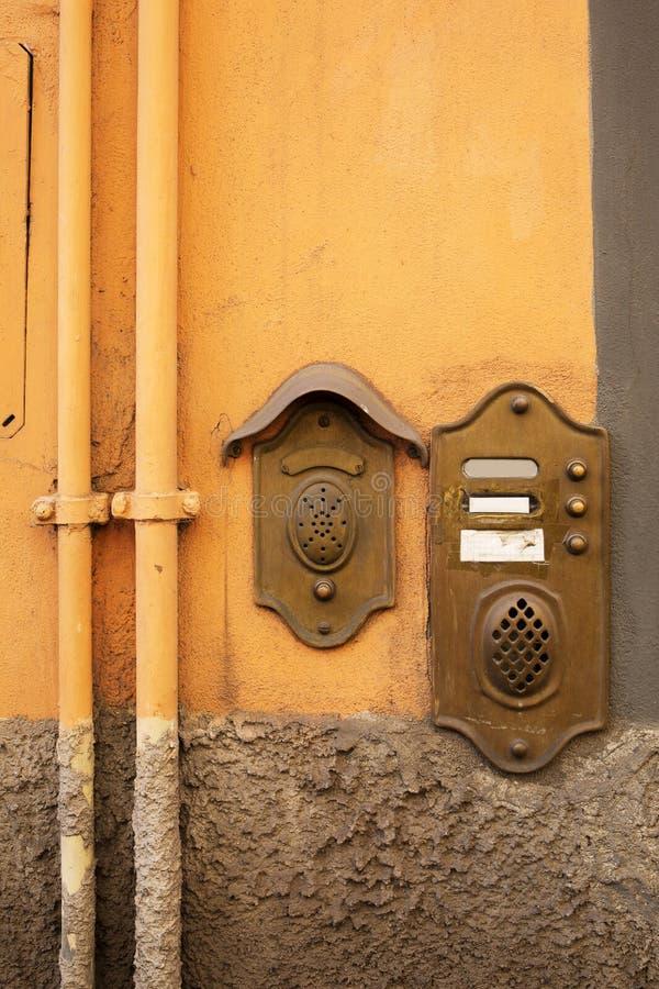 Campanello per porte antico a Lucca, Italia fotografia stock libera da diritti