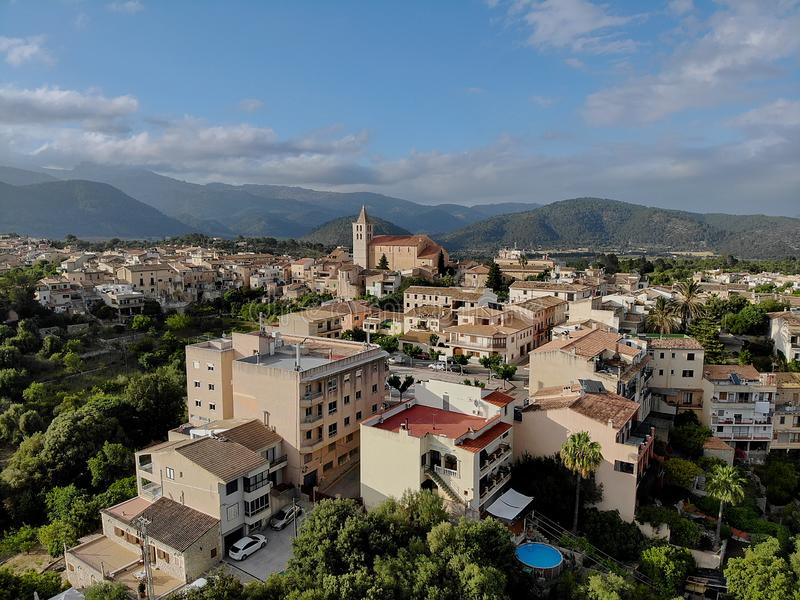 Campanet αεροφωτογραφίας χωριό στοκ φωτογραφία
