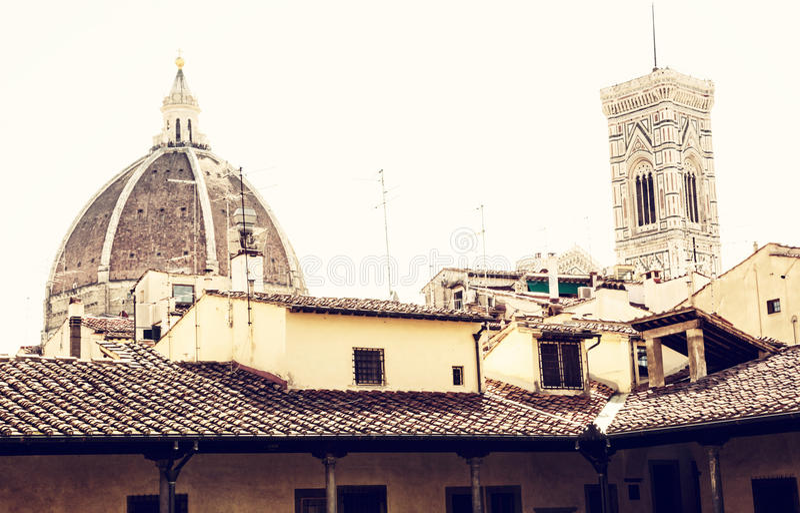 Campanil de la catedral Santa Maria del Fiore y de Giotto's en Flor fotos de archivo libres de regalías