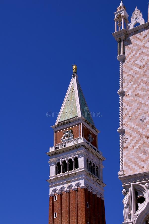 Campanile del contrassegno della st a Venezia fotografia stock libera da diritti