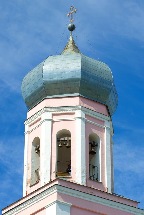 Campanile del primo piano della cattedrale della trinità Valdai, Russia fotografia stock libera da diritti