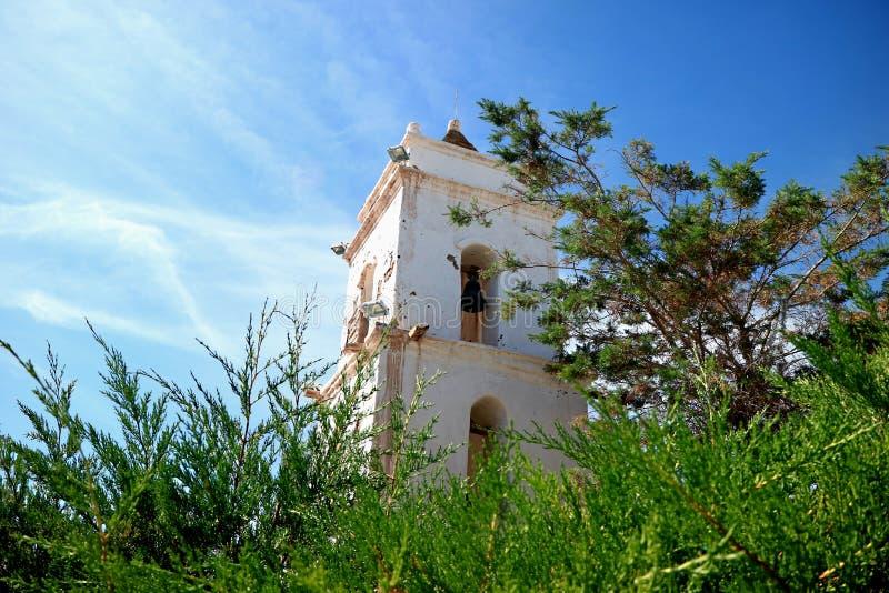 Campanile del san Lucas Church nella città di Toconao, sito archeologico vicino a San Pedro de Atacama, Cile fotografie stock libere da diritti