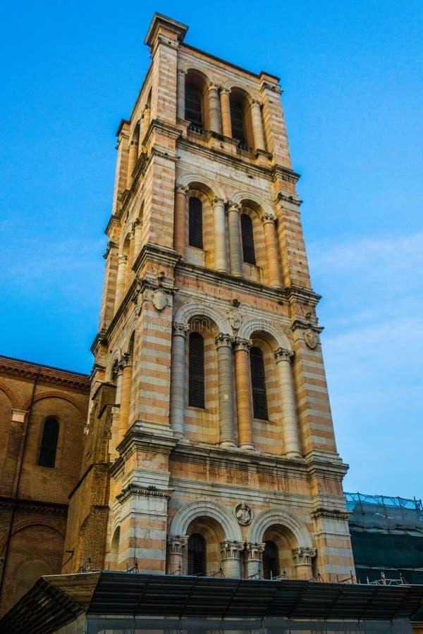 Campanile della cattedrale di San Giorgio a Ferrara imagenes de archivo