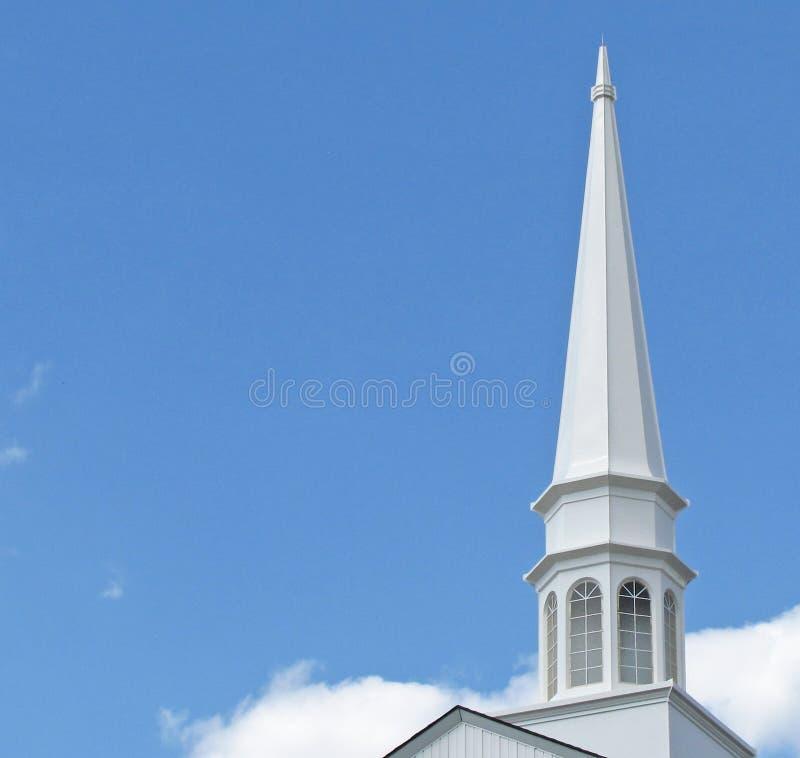 Campanile della chiesa nella piccola città orientale del Texas immagini stock