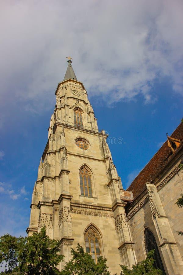 Campanile della chiesa St Michael a Cluj-Napoca, il distretto di Cluj, Romania fotografie stock libere da diritti