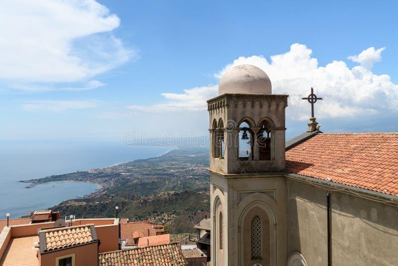 Campanile della chiesa in Taormina, Sicilia immagine stock libera da diritti