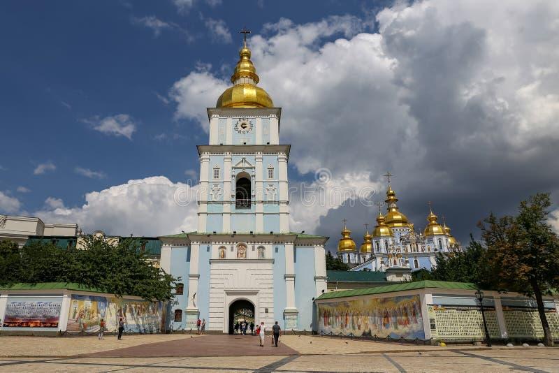 Campanile della st Michael Golden Domed Monastery a Kiev, Ukrain fotografia stock libera da diritti