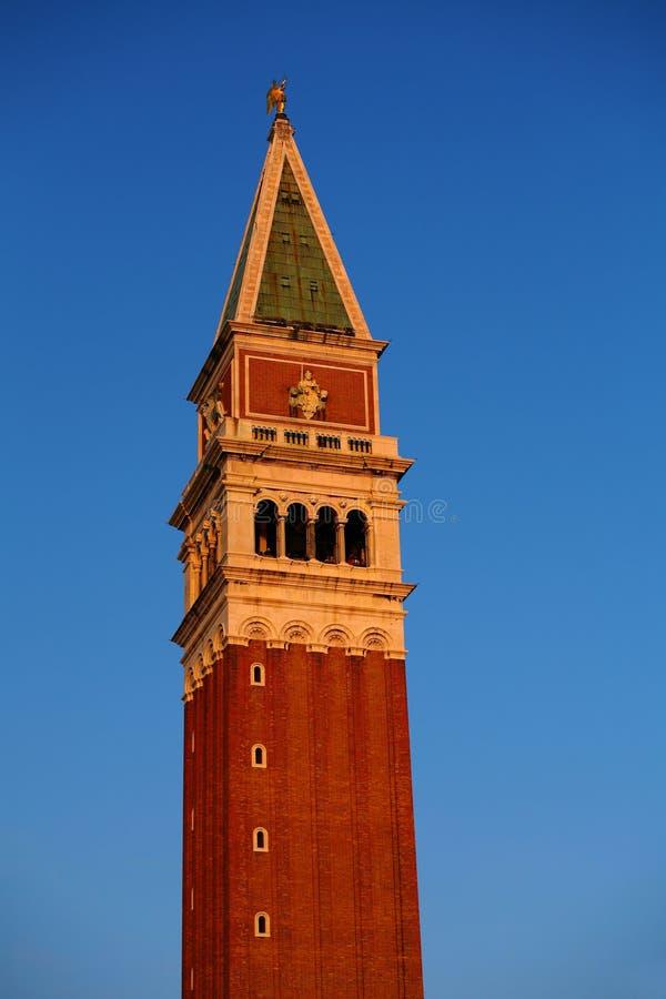 Campanile di圣Marco -在圣马可广场的钟楼-中心广场在威尼斯,意大利 库存图片