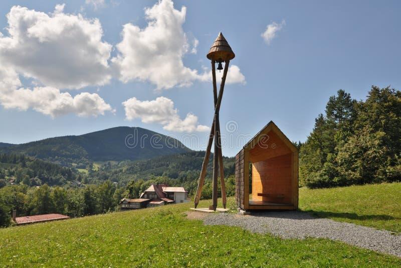 Campanile di legno vicino a Frenstat, Repubblica ceca fotografia stock