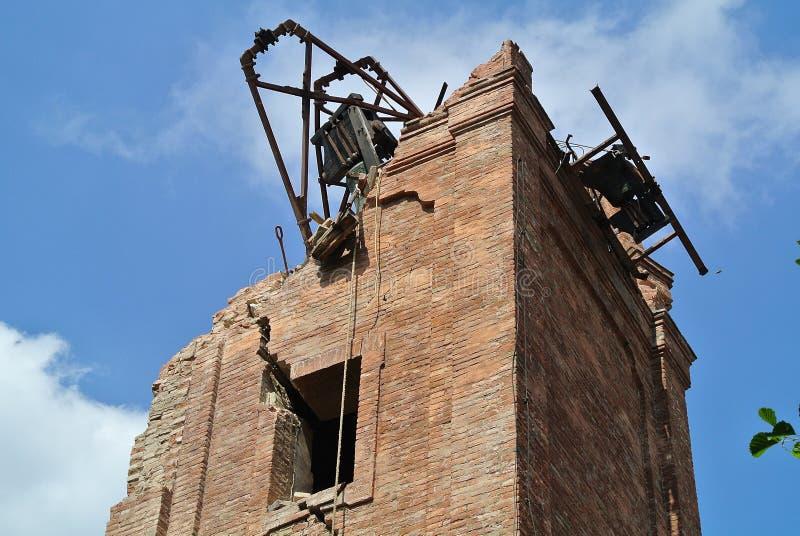 Campanile distrutto dal terremoto fotografia stock