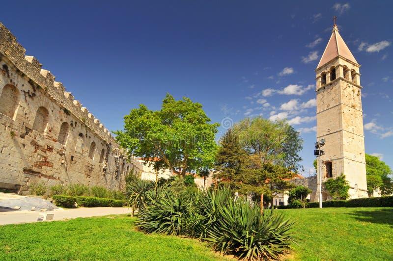 Campanile en la Puerta Norte en Split, Croacia imágenes de archivo libres de regalías