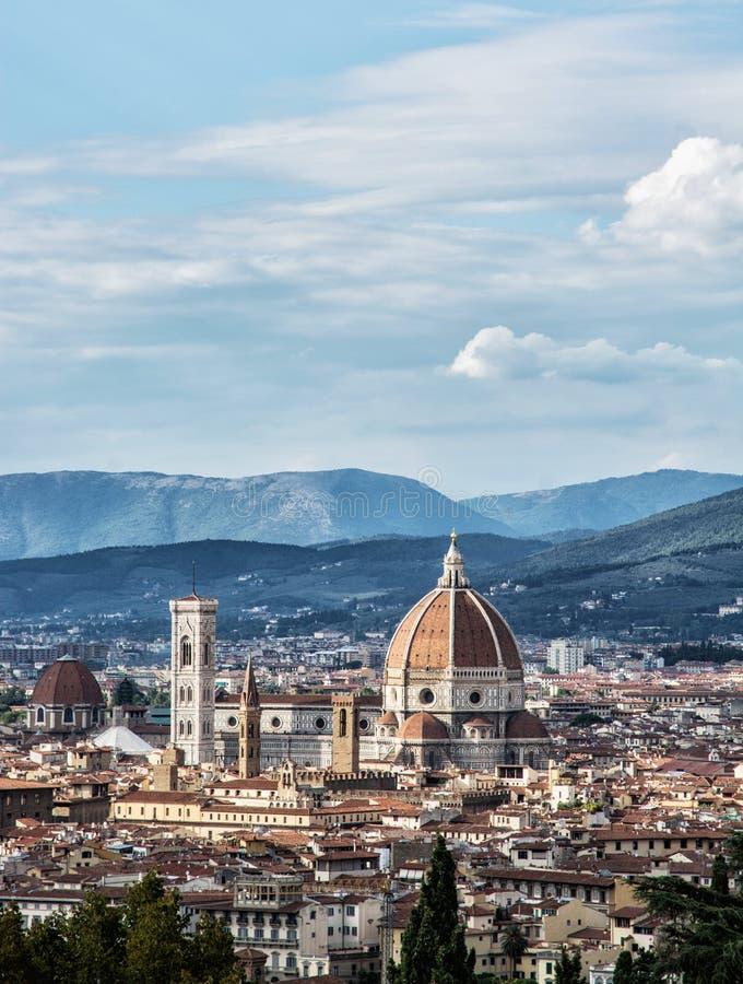 Campanile för domkyrka Santa Maria del Fiore och Giotto's i Flor arkivbild