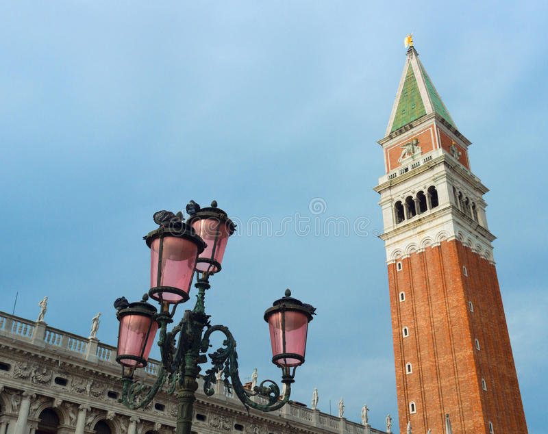 Campanile in St het Vierkant van het Teken, Venetië royalty-vrije stock foto