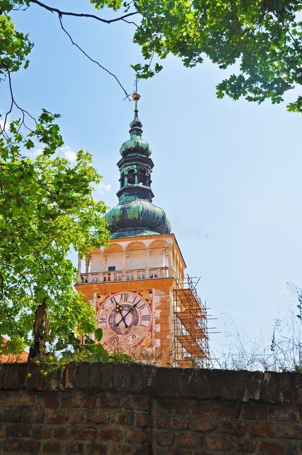 Campanile storico in Mikulov fotografia stock
