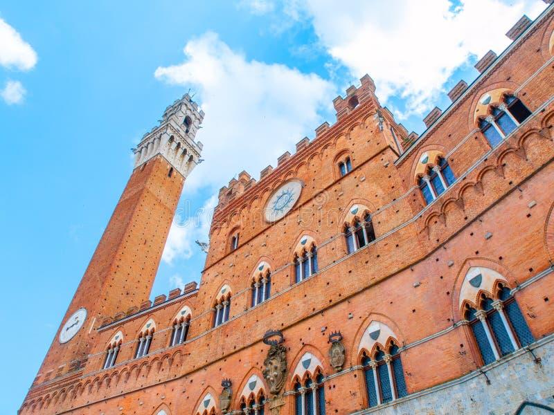 Campanile, Torre del Mangia, di municipio, Palazzo Pubblico, alla piazza del Campo, Siena, Italia fotografia stock