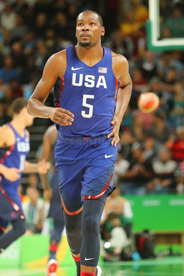Campeão olímpico Kevin Durant da equipe EUA na ação na harmonia de basquetebol do grupo A entre a equipe EUA e Austrália do Rio 2 imagens de stock royalty free