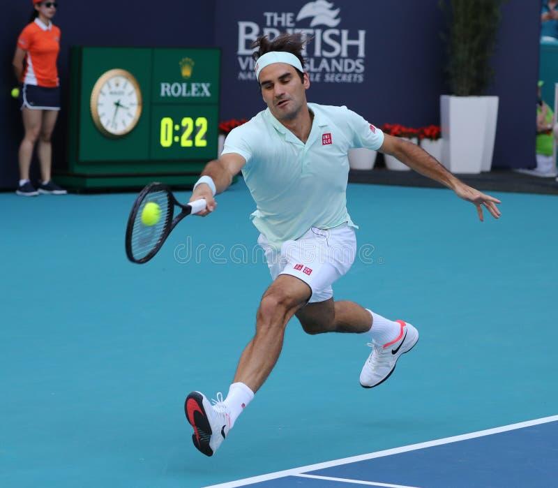 Campeão Roger Federer de Grand Slam de Suíça na ação durante seu círculo do fósforo 16 em Miami 2019 aberto foto de stock royalty free