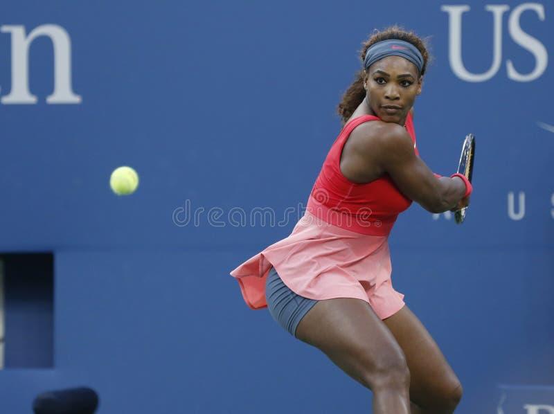 Campeão Serena Williams do grand slam de dezessete vezes durante seu final no US Open 2013 fotos de stock royalty free