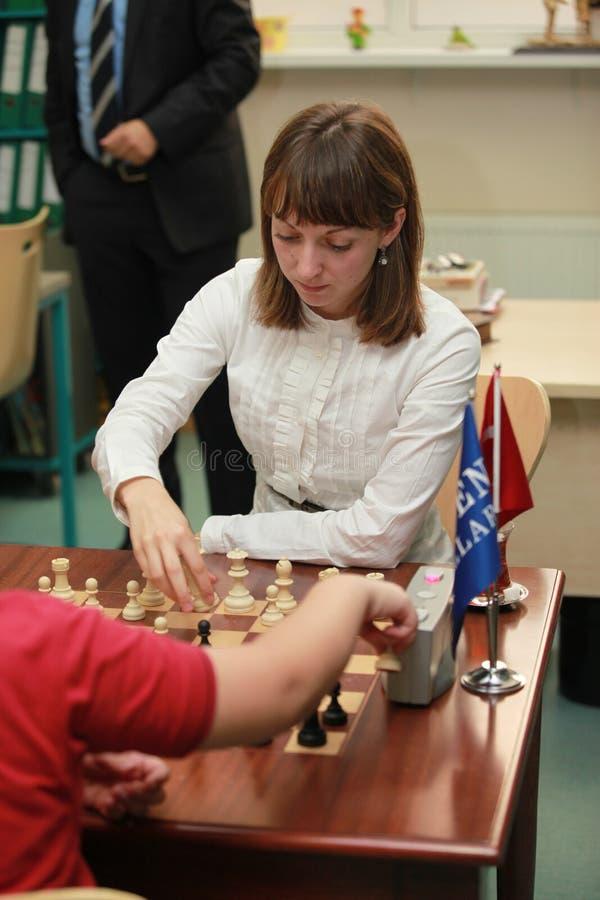 Campeón Elisabeth Paehtz del ajedrez de las mujeres del mundo imagenes de archivo