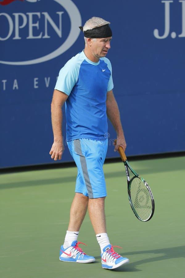 Campeón John McEnroe del Grand Slam de siete veces durante partido de la exposición de los campeones del US Open 2014 fotografía de archivo libre de regalías
