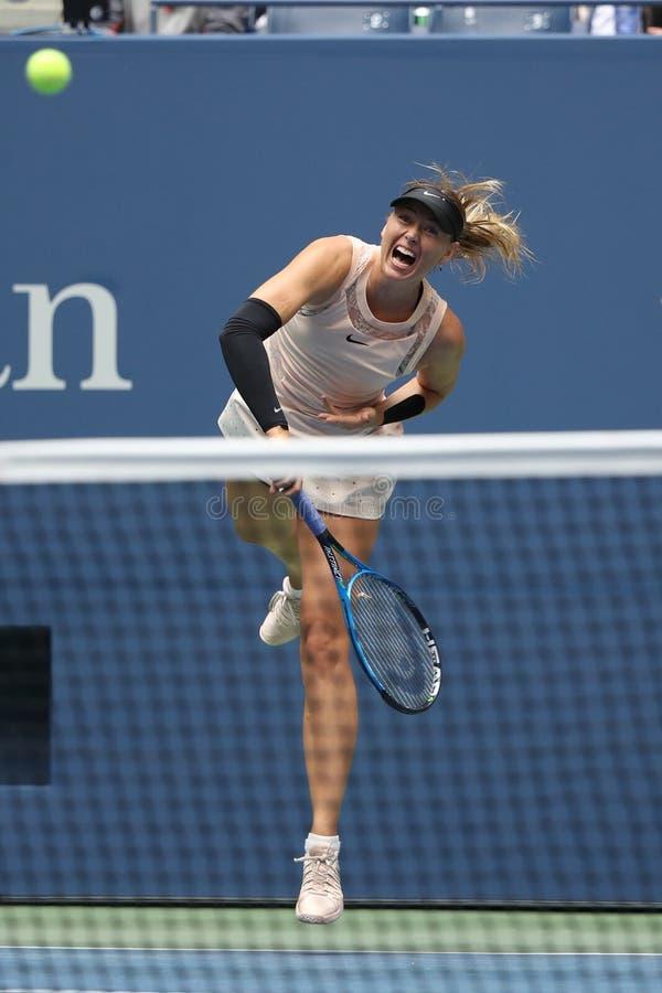 Campeón Maria Sharapova del Grand Slam de cinco veces de Rusia en la acción durante su US Open 2017 alrededor del partido 4 imágenes de archivo libres de regalías