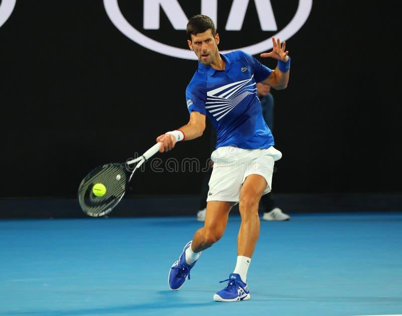 campeón Novak Djokovic de Grand Slam de 14 veces en la acción durante su partido de semifinal en Abierto de Australia 2019 en el  fotografía de archivo libre de regalías