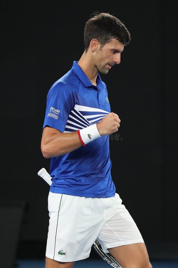campeón Novak Djokovic de Grand Slam de 14 veces en la acción durante su partido de semifinal en Abierto de Australia 2019 en el  fotos de archivo