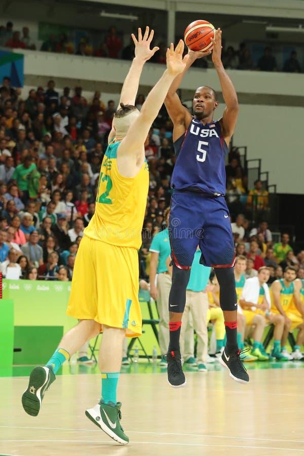 Campeón olímpico Kevin Durant del equipo los E.E.U.U. en la acción en el partido de baloncesto del grupo A entre el equipo los E. foto de archivo libre de regalías