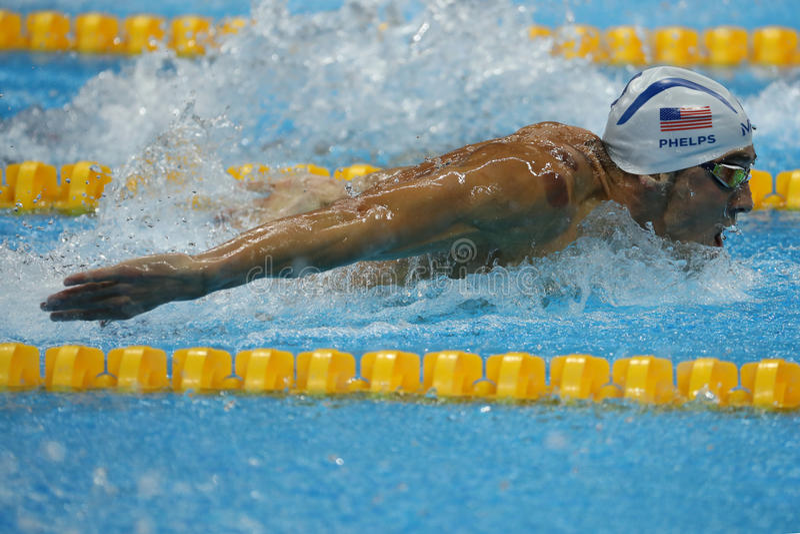 Campeón olímpico Michael Phelps de Estados Unidos que nada la mariposa de los 200m de los hombres en Río 2016 Juegos Olímpicos fotos de archivo