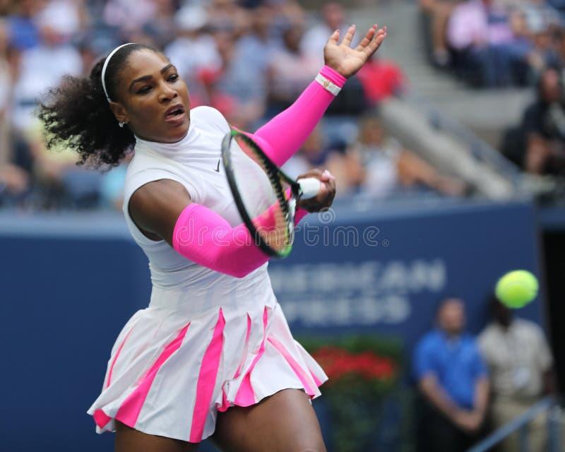 Campeón Serena Williams del Grand Slam de Estados Unidos en la acción durante su partido redondo cuatro en el US Open 2016 foto de archivo libre de regalías