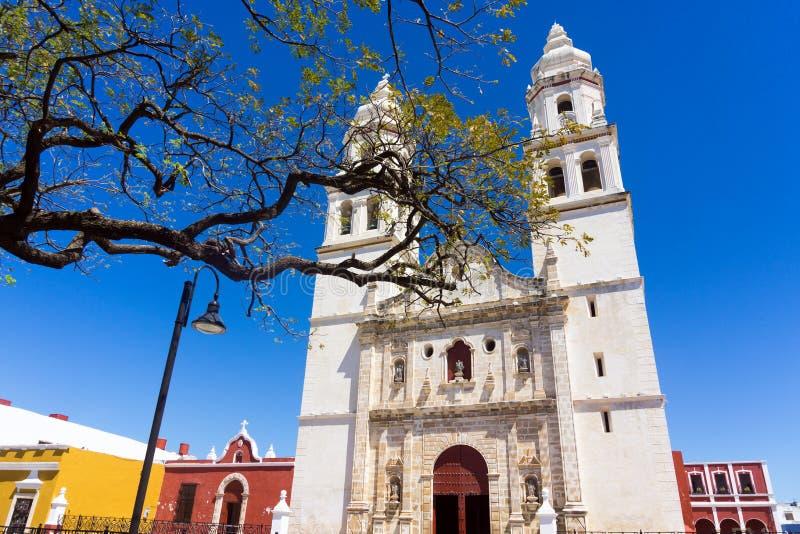 Campeche-Kathedralen-Ansicht stockfotos