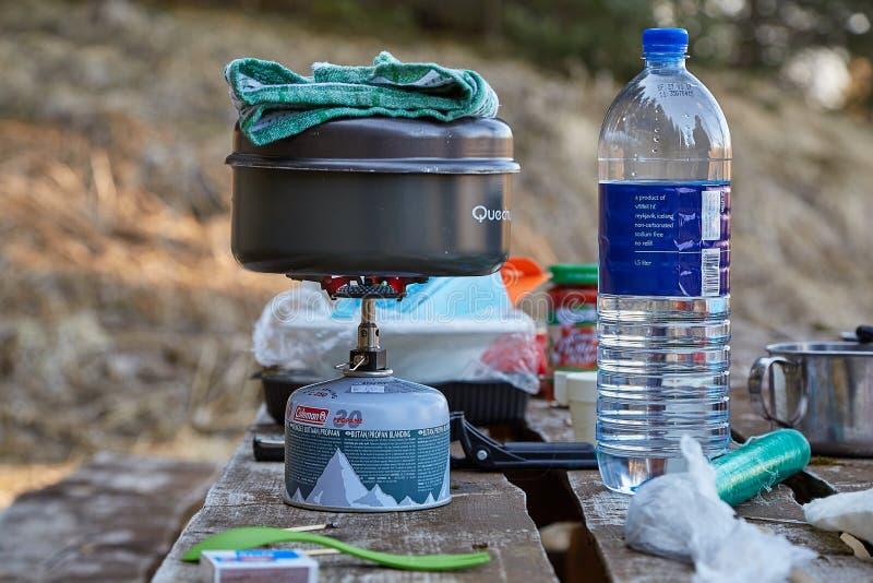 Campeggio cucinando attrezzatura immagini stock