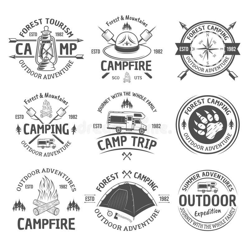 Campeggio ed emblemi all'aperto del nero di vettore di avventura illustrazione di stock